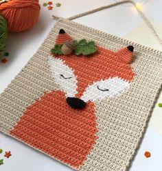 Crochet wall hanging pattern with fox, Nursery fox wall decor tutorial, Diy baby room tapestry Crochet Wall Art, Crochet Wall Hangings, Crochet Fox, Crochet Home Decor, Tapestry Crochet, Crochet Geek, Crochet Patron, Room Tapestry, Fox Nursery