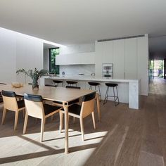 The perfect kitchen/dining space for entertaining on Christmas day! Brighton House, Vic. ⠀ Merry Christmas to all of our wonderful clients, suppliers, friends and insta followers! We are so grateful for your ongoing support. ⠀ ⠀ #kitchen #dining #interior #interiordesign #architecture #residential #housedesign #melbourne #design #brighton #bayside #matyasarchitects #christmas