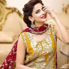 Saba Qamar is the most famous and highest paid Pakistani actress and model. She has received several awards, including Lux Style Awards, Film Awards, PTV Awards and Hum Awards. Saba Qamar was born on. Shadi Dresses, Pakistani Formal Dresses, Pakistani Wedding Outfits, Pakistani Dress Design, Pakistani Bridal, Bridal Dresses, Girls Dresses, Mehndi Dress, Mehndi Outfit