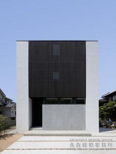 住宅 外観 ルーバー - Google 検索 Minimalist Architecture, Facade Architecture, Residential Architecture, Facade Design, Exterior Design, House Design, Zen House, Storey Homes, Minimal Home