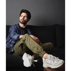 Latest pictures of Shahid and Kiara Advani from their promotion of Kabir Singh. - Shahid Kapoor and Kiara Advani's movie Kabir Singh is about to release within five days and the s - Portrait Photography Men, Photography Poses For Men, Portrait Poses, Photography Jobs, Product Photography, Digital Photography, Photography Office, Photography Studios, Photography Courses