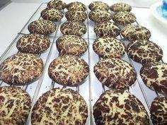 Grízes - kakaós keksz   Fehér Katica receptje - Cookpad receptek Sweet Cookies, Crunches, Sweet Desserts, Biscuits, Muffin, Food And Drink, Cooking Recipes, Eat, Breakfast