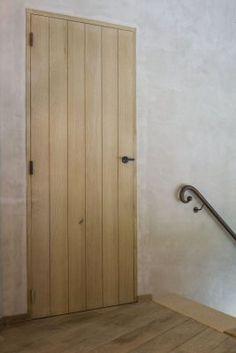 Wooden door, blokkader kruiskruk zwart