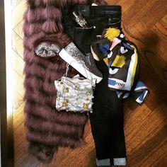 #woman #fridaynight #cool #sale BUONA SERATA AMICHE! Se indossate una sneakers, non dimenticate il foulard in seta e la mini #luxury bag >> www.marsilistore.com #FreeShipping