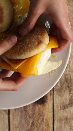 Discover recipes, home ideas, style inspiration and other ideas to try. English Muffin Pizza, English Muffin Recipes, English Breakfast Recipes, Breakfast Muffins, Breakfast Time, Food Porn, Food And Drink, Cooking Recipes, Snacks