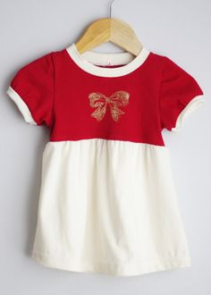 Le chouchou de ma boutique https://www.etsy.com/ca/listing/254250073/red-upcycled-christmas-dress-size-12-18