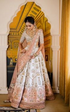 Minimalist Mumbai Wedding With A Bride In A Self-Designed Breathtaking Gold Lehenga! A Minimalist Mumbai Wedding With A Bride In A Self-Designed Breathtaking Gold Lehenga! Designer Bridal Lehenga, Indian Bridal Lehenga, Indian Bridal Outfits, Indian Designer Outfits, Indian Dresses, Bridal Dresses, Bridal Lenghas, Sabyasachi Lehenga Bridal, Wedding Lehnga