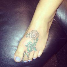 My sunflower tattoo #sunflower #foottattoo #sunflowertattoo