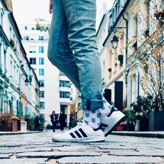 La chaussette FLECHE est décalée et stylée à la fois avec ses touches de couleurs, allant aussi bien avec un style street qu'avec un style plus habillé. Style, Bobby Socks, Colors, Swag, Outfits