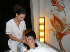 Biostimularea:   eliminarea ridurilor;  - tonifierea musculaturii faciale si a pielii ;  - redarea luminozitatii tenului;  - activarea circulatiei.