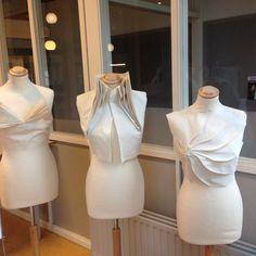Fashion Sewing, Fashion Fabric, Dress Sewing Patterns, Clothing Patterns, Moda Peru, Draping Techniques, Pattern Draping, Origami Patterns, Geometric Fashion