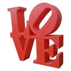 Letreiro Love é ideal para casais apaixonados! Expresse seu amor com este item de decoração. Ideal para Decoração de Salas de Estar, Quartos, Presente de Dia dos Namorados, Natal e Aniversário. Dimensões 17cm (A) x 17cm (L) x 4cm (P) Peso 150 g