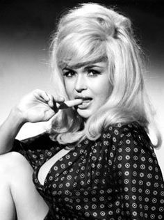 Most Beautiful Women Ever: Jayne Mansfield Jayne Mansfield, Classic Actresses, Hollywood Actresses, Raquel Welch, Anita Ekberg, Norma Jeane, Famous Women, Real Women, Famous People