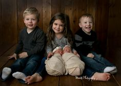 Twins photographed with toddler siblings. Photographed by Ankeny / Des moines Iowa Newborn Photographer, Moretti Photography
