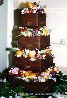 For a colorful wedding of a colorful couple! #desserts #cakes #wedding #weddingcake #chocolate #colorful #SweetSisters