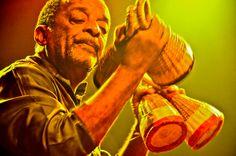 Descanse em paz, ó gênio do ritmo Naná Vasconcelos! Ouça e relembre: http://acasadevidro.com/2016/03/09/descanse-em-paz-nana-vasconcelos-1944-2016/
