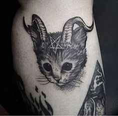 The gallery of 60 adorable cat tattoo ideas will make you fall in love with cats and cat tattoos. Hurry up to check out popular animal tattoo designs from tattoo trends 2019 and pick the one to pamper your body. Tattoo Sketches, Tattoo Drawings, Body Art Tattoos, Sleeve Tattoos, Cool Tattoos, Tattoos Masculinas, Tattoo Guys, Scary Tattoos, Hp Tattoo