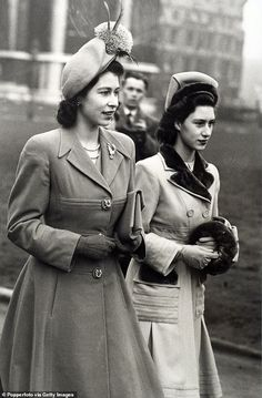Princess Margaret's closest confidante Lady Anne Glenconner, 87, told today's GMB how she had to smooth over a spat that occurred over The Archers when the Queen came to visit her younger sister (pictured together in 1948) Windsor, Die Queen, English Royal Family, Royal Life, Royal House, Isabel Ii, Her Majesty The Queen, Prince Philip, Prince Harry