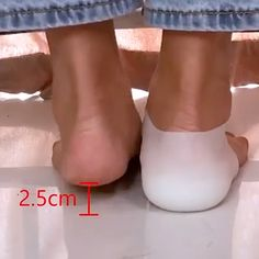 "😍Invisible Height Increased Insoles😍Must Need It!Get Yours Here >> - >""> Informationen zu 😍Invisible Height Increased Insoles😍Must Need It! Shoes Too Big, Cute Shoes Heels, Dress Shoes, Buy Shoes, Sock Shoes, Shoe Boots, Cool Inventions, Useful Life Hacks, Feet Care"