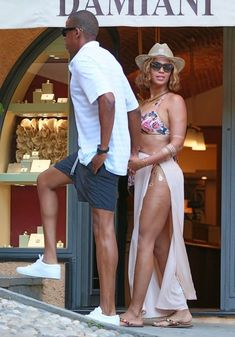 Beyonce Knowles Photos Photos - Singer Beyonce and her husband Jay Z enjoying their vacation in Portofino, Italy. - Beyonce & Jay Z Cozy Up In Portofino
