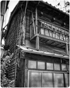中村 雅之 (@nakamura_furoyanoentotsu) • Instagram photos and videos Japanese Buildings, Stairs, Photo And Video, Videos, Photos, Instagram, Home Decor, Stairway, Pictures