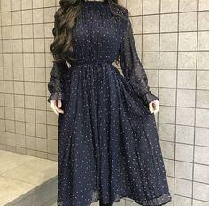 Fancy Dress Design, Stylish Dress Designs, Designs For Dresses, Stylish Dresses For Girls, Stylish Outfits, Indian Fashion Dresses, Fashion Outfits, Mode Abaya, Everyday Dresses