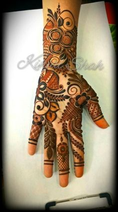 For bookings and classes contact 09833887817 Khafif Mehndi Design, Indian Henna Designs, Floral Henna Designs, Henna Designs Feet, Back Hand Mehndi Designs, Modern Mehndi Designs, Dulhan Mehndi Designs, Mehndi Design Pictures, Wedding Mehndi Designs