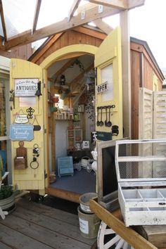 WOOD HUT mobile shed 移動式屋台型店舗、現在雑貨屋さんで使用中