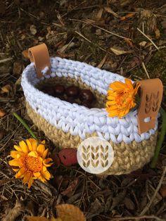 Basket jute & white t-shirt. Message me for a custom order. Jute, Straw Bag, Slippers, Basket, Shirt, Handmade, Bags, Jewelry, Fashion