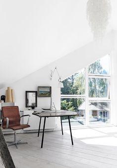 Oxford kontorstol af Arne Jacobsen, Artemide lampe