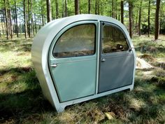 The cabinet has been made by using 2 doors of a Citroën 2CV