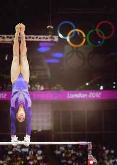 Jordyn Wieber (United States) on uneven bars at the 2012 London Olympics Gymnastics Facts, Gymnastics Posters, Artistic Gymnastics, Olympic Gymnastics, Gymnastics Stuff, Amazing Gymnastics, Gymnastics Quotes, London Olympic Games, Jordyn Wieber