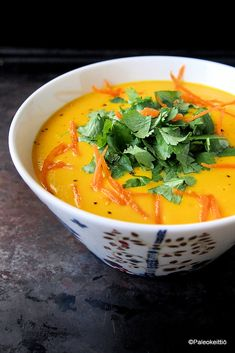 Aurinkoinen kukkakaalisosekeitto | Paleokeittiö Veggie Recipes, Soup Recipes, Cooking Recipes, Healthy Recipes, Healthy Food, Vegan Foods, Soup And Salad, Curry, Paleo