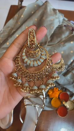 Indian Bridal Jewelry Sets, Indian Jewelry Earrings, Jewelry Design Earrings, Gold Earrings Designs, Ear Jewelry, Antique Jewellery Designs, Fancy Jewellery, Stylish Jewelry, Fashion Jewelry
