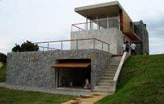 Casa A / Muller Arquitectura + bz Arquitectos Cliff House, House On A Hill, Modern House Plans, Modern House Design, Modern Architecture House, Architecture Design, Houses On Slopes, Casas Containers, Hillside House