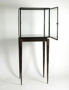 A display case presents the inner-self of the creator. With a look at the display case, you can know the person inside. There are DIY display case ideas. Cheap Furniture, Home Furniture, Furniture Design, Jewellery Shop Design, Jewellery Display, Museum Displays, Retail Displays, Shop Displays, Merchandising Displays