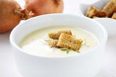 Die Zwiebel-Käse-#Suppe ist ein einfaches #Rezept, mit sehr feinem Geschmack. Sie ist sättigend und kann als Abendessen gereicht werden.