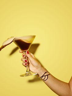 22 06 18 Stryyk Cocktail lifestyle 0353 W2 | Stryyk Cocktail Photography, Hand Photography, Coffee Photography, Photography Projects, Still Life Photography, Beauty Campaign Ideas, Cocktails, Drinks, Nostalgia Art