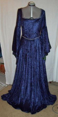 midnightbluevelourdress.preview.JPG (320×640) Butterick 4571