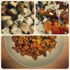 Cosa fare quando in dispensa rimane del pane raffermo? Alcuni potrebbero gratuggiarlo ed altri potrebbero reinventarlo.   Ingredienti per una porzione abbondante:  - 30 cm di baguette rafferma - 1 scalogno  - 1/4 di cipolla rossq - 1/2 pomodoro  - 6 olive denocciolate  - 1/4 di peperone verde e rosso - 1 spicchio d'aglio  - sale, pepe, peperoncino  - prezzemolo fresco  - olio evo - 3 cucchiai di salsa di pomodoro   Preparazione:  Tagliare la baguette a cubetti medi e riporli dentro uno…