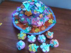 Cupke mariposas y flores
