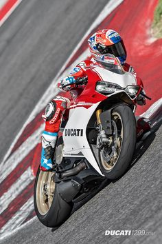 Casey Stoner and the Ducati 1299 Panigale S Anniversario