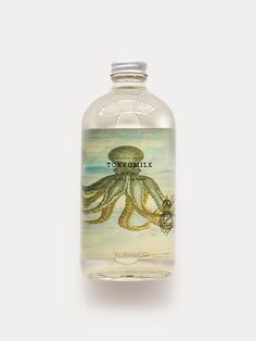 Fragrance Notes: A delicate dance: Linden, Honeyed Rose, Wisteria Petals & White Musk Description: Peer through the looking glass. Luxurious chattering bubbles boast a delightful surprise awaits. Key