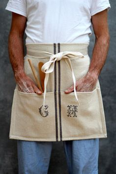 DIY Cafe Apron from a Tea-Towel, by KatesCreativeSpace Cool Aprons, Aprons For Men, Easy Sewing Projects, Sewing Projects For Beginners, Sewing Tips, Sewing Tutorials, Bag Patterns To Sew, Sewing Patterns, Apron Patterns