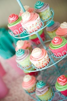 Cupcakes at a Shabby Chic Party #shabbychic #partycupcakes
