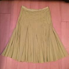 Reserved Mbrace6, July 5 Pretty lime skirt Sz 2p. Like new Skirts Midi