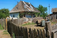 Casa traditionala din Valcea Country Cottages, Old Houses, Gazebo, Beautiful Places, Outdoor Structures, Popular, Traditional, House Styles, Home Decor