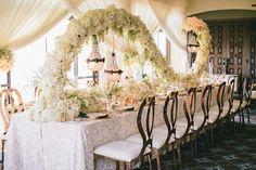 An splendid wedding centerpiece floral arrangement