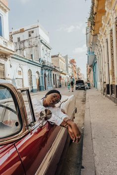 Oh Cuba. Cuba Vintage, Vintage Cars, Varadero Cuba, Cienfuegos, Havana Club Cocktail, Air France, Oh The Places You'll Go, Places To Travel, Poses