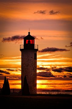 Lighthouse in sunrise by Frank Solle, via 500px